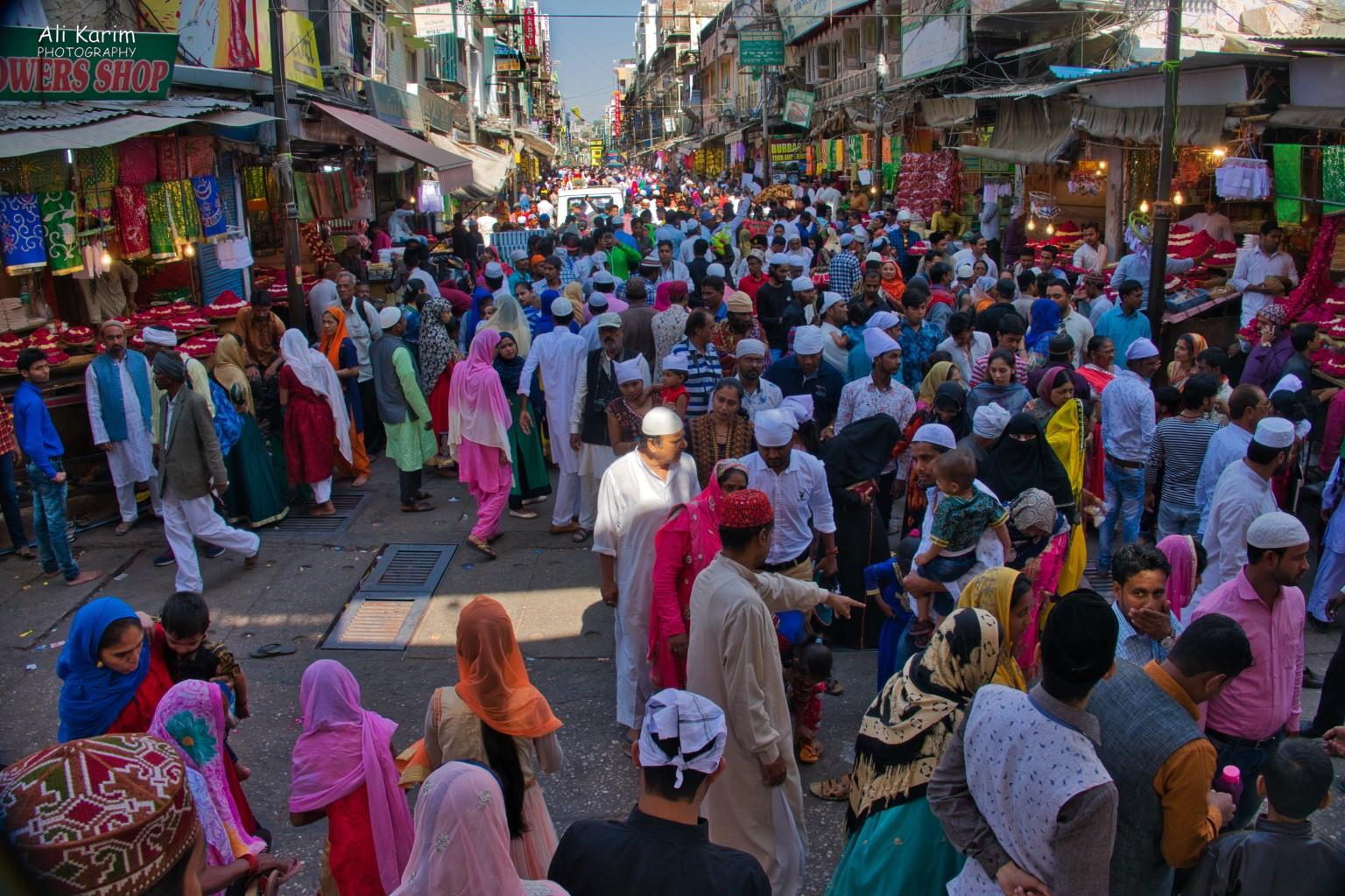 Pushkar, Rajasthan Busy & colorful bazaar leading to the Dargah