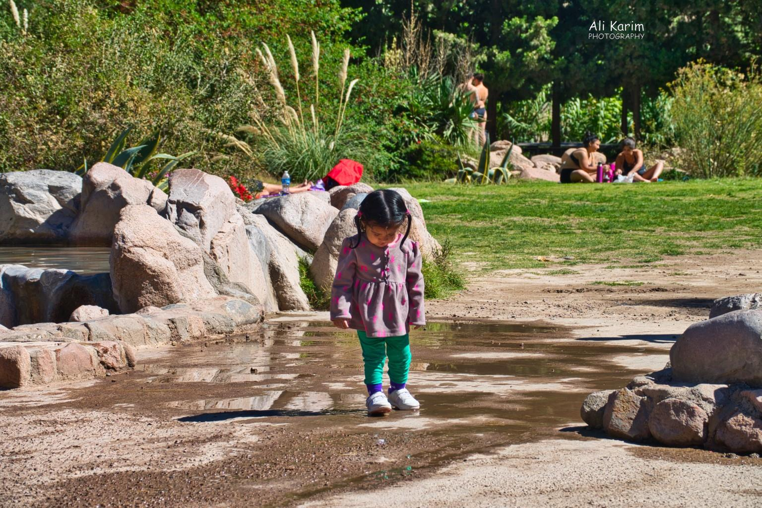 Mendoza, Argentina Niña checking out the Parque in detail