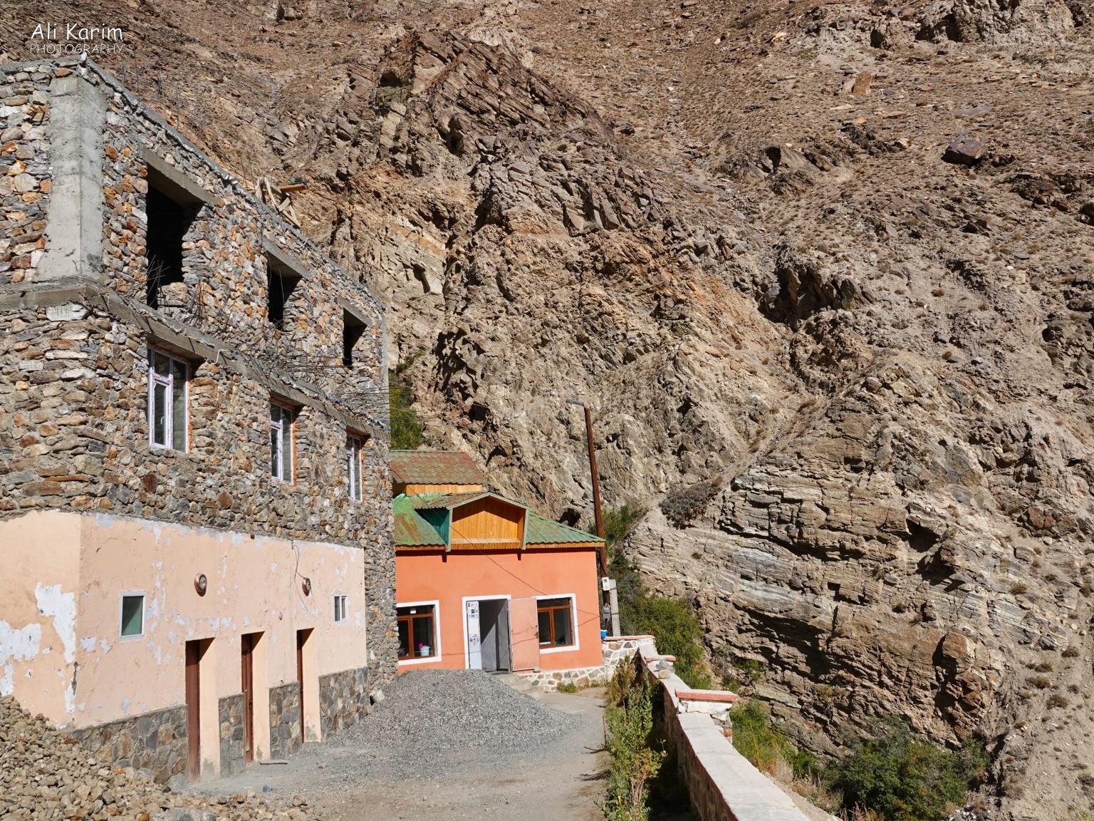 Langar, Bulunkul Tajikistan, Bibi Fatima hot springs were behind the orange building, located in a narrow cleft between the mountain-sides