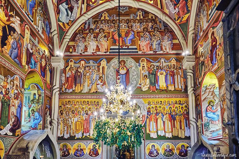 interior monasterio de putna