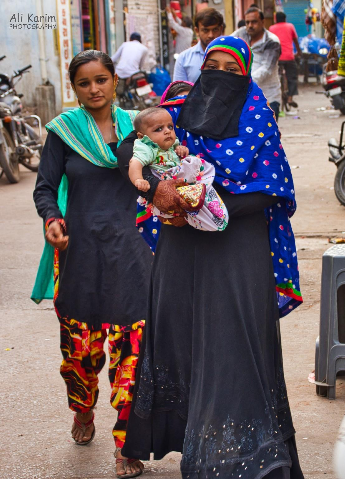 More Bhuj Baby and mother; note the henna on the mothers hand