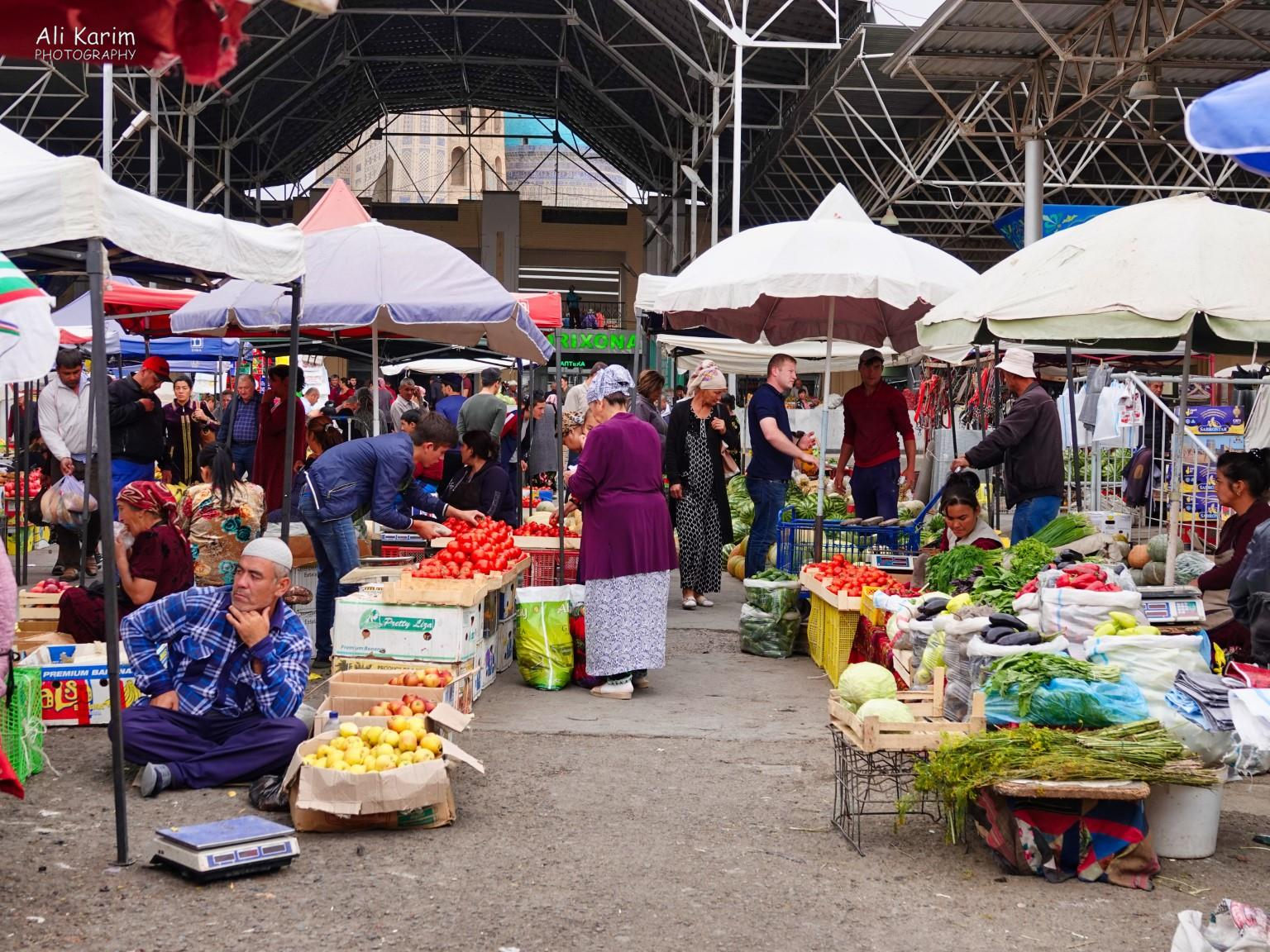 More Samarkand, Busy market extended indoors