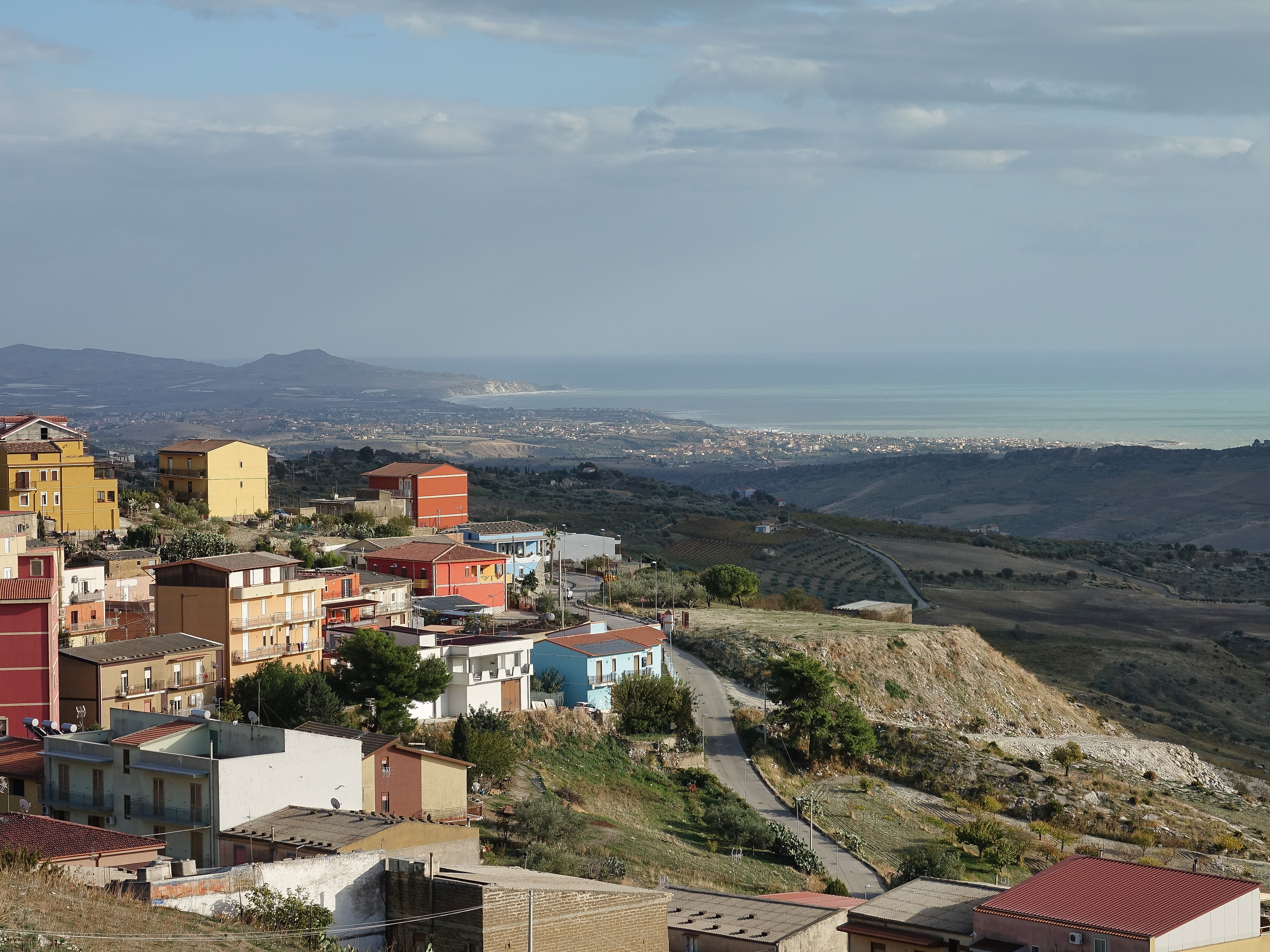 Breathtaking views of the town of Giardina Gallotti, farmland and the coastline