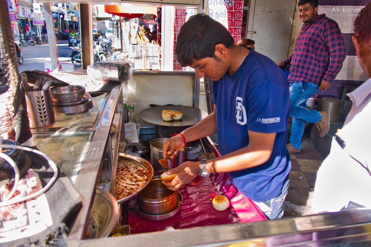 More Bhuj Da Be Li food stand
